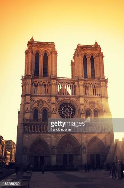 Notre-dame de Paris bei Sonnenuntergang