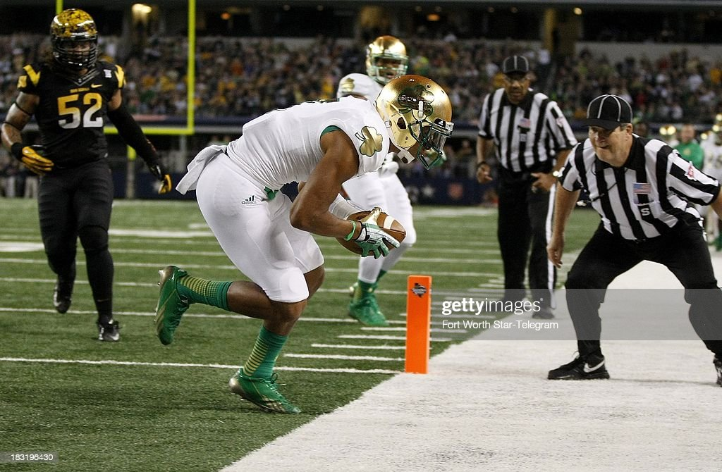 Notre Dame's T.J. Jones makes an 8-yard touchdown reception in the second quarter against Arizona State at AT&T Stadium in Arlington, Texas, Saturday, October 5, 2013.