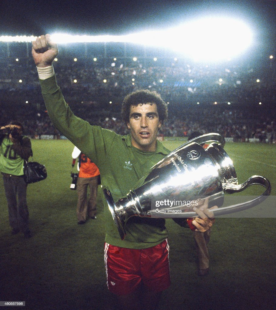 Nottingham Forest goalkeeper <a gi-track='captionPersonalityLinkClicked' href=/galleries/search?phrase=Peter+Shilton&family=editorial&specificpeople=233478 ng-click='$event.stopPropagation()'>Peter Shilton</a> celebrates with the trophy after Forest had beaten SV Hamburg to win the 1980 European Cup at the Bernabau stadium on May 28, 1980 in Madrid, Spain.