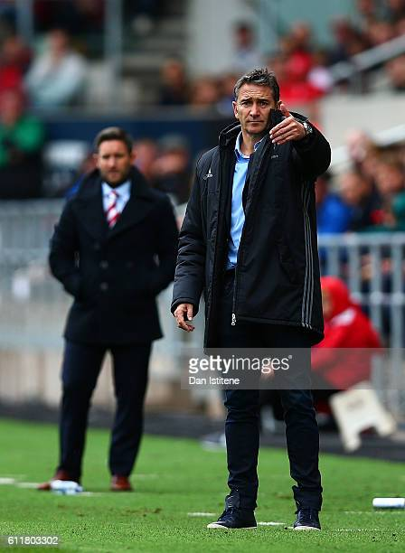 Nottingham Forest manager Philippe Montanier issues instructions to his players next to Bristol City manager Lee Johnson during the Sky Bet...
