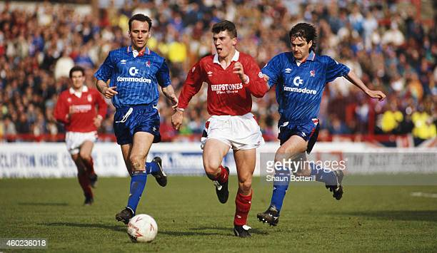 Nottingham Forest player Roy Keane outpaces Alan Dickens and Steve Clarke of Chelsea during a League Division One match between Nottingham Forest and...