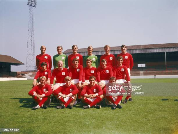 Nottingham Forest team group John Winfield Alan Hill Bob McKinley Peter Grummitt Bob Chapman Peter Hindley Ian StoreyMoore Terry Hennessey Paul...