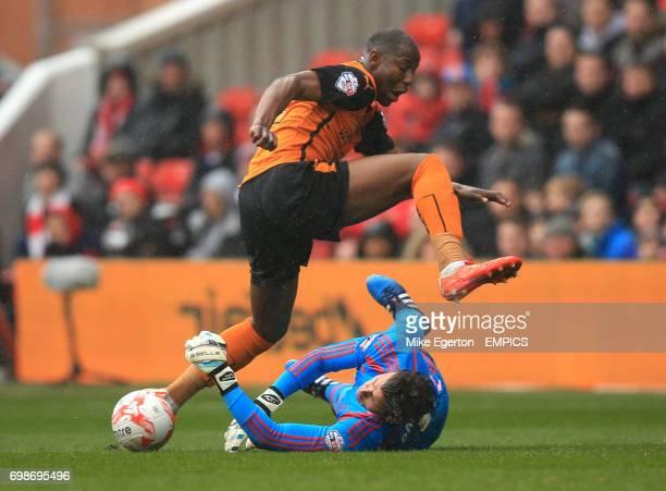 Nottingham Forest's Karl Darlow and Wolverhampton Wanderers' Benik Afobe