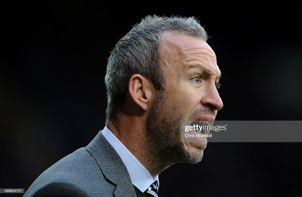 Notts County manager <a gi-track='captionPersonalityLinkClicked' href=/galleries/search?phrase=Shaun+Derry&family=editorial&specificpeople=235813 ng-click='$event.stopPropagation()'>Shaun Derry</a> shouts instructions during the Sky Bet League One match between Notts County and Wolverhampton Wanderers at Meadow Lane on November 16, 2013 in Nottingham, England.
