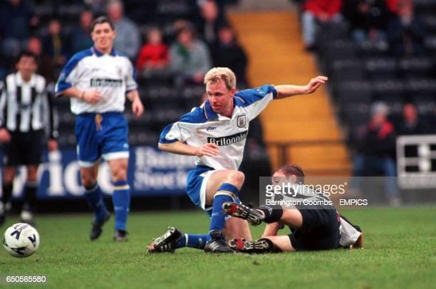 Notts County's Shaun Murphy and Stoke City's David Oldfield