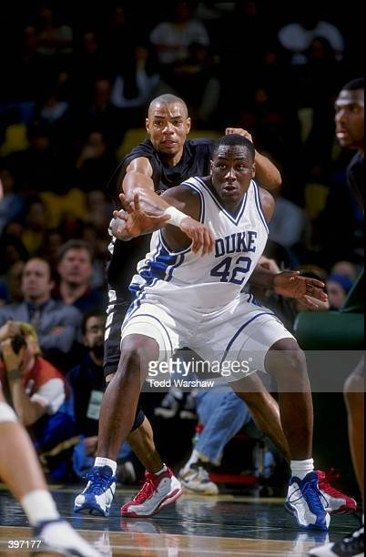Forward Elton Brand of the Duke Blue Devils in action during the Carrs Great Alaska Shootout Game against the Cincinnati Bearcats at the Sullivan...