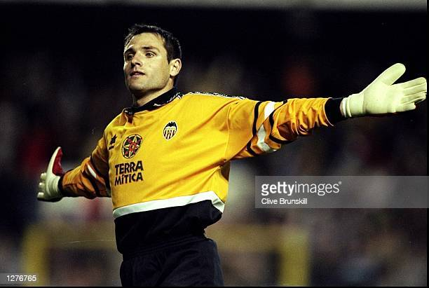 Valencia keeper Santiago Canizares during the UEFA Cup second round second leg tie against Liverpool at the Mestalla Stadium in Valencia Spain The...