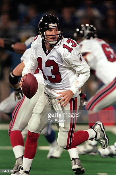 Danny Kanell of the Atlanta Falcons moves with the ball during the game against the Detroit Lions at the Silverdome in Pontiac Michigan The Lions...