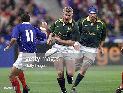 AJ Venter of South Africa looks to get first to the ball during the Test Match of South Africa v France in the Springboks Tour held at Stade de France, Paris. DIGITAL IMAGE. Mandatory Credit: Touchline Photo/ALLSPORT