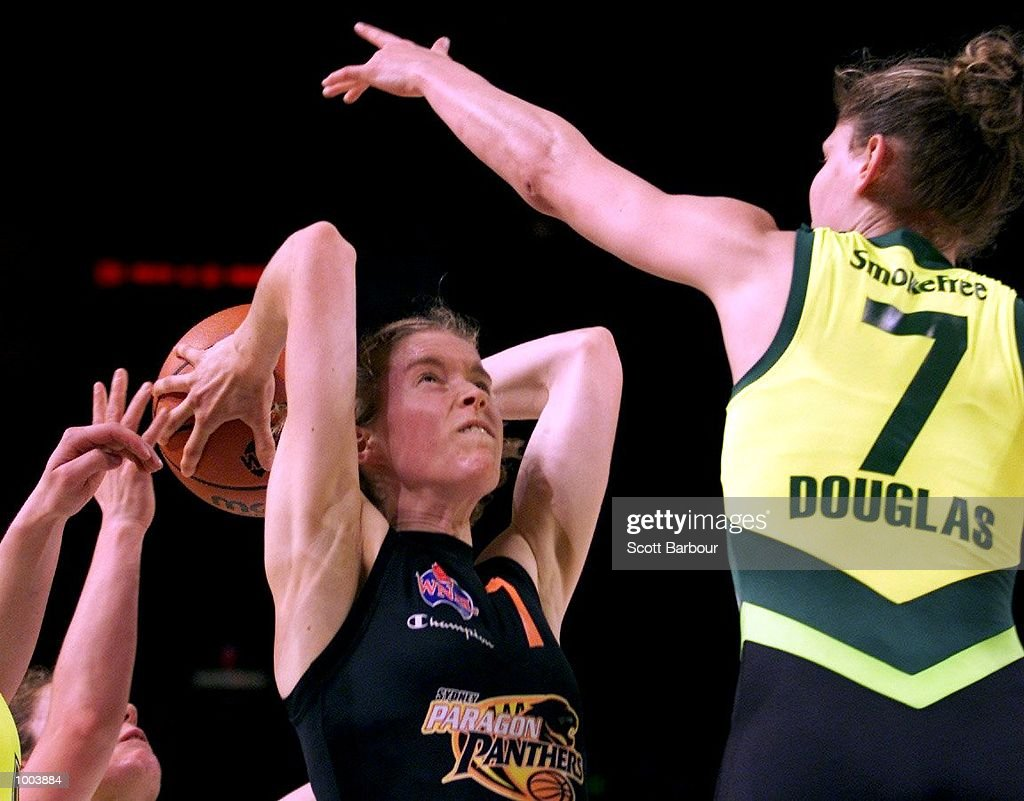 Alison O''Dwyer #7 of the Panthers in action during the Sydney Paragon Panthers v Dandenong Rangers match held at the Sydney Superdome in Sydney, Australia. DIGITAL IMAGE. Mandatory Credit: Scott Barbour/ALLSPORT