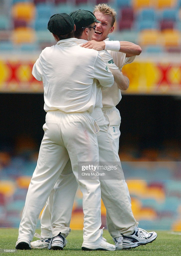 Brett Lee of Australia celebrates with team mates after claiming the wicket of Adam Parore of New Zealand during day five of the first cricket test between Australia and New Zealand held at the Gabba, Brisbane, Australia, DIGITAL IMAGE Mandatory Credit: Chris McGrath/ALLSPORT
