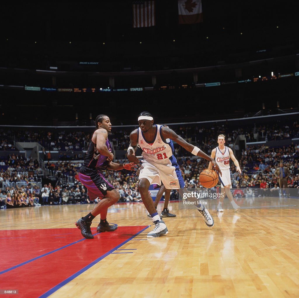 Darius Miles #21 of the Los Angeles Clippers moves to the basket as he is guarded by Morris Peterson #24 of the Toronto Raptors during the game at the STAPLES Center in Los Angeles, California. The Raptors defeated the Clippers 94-85.