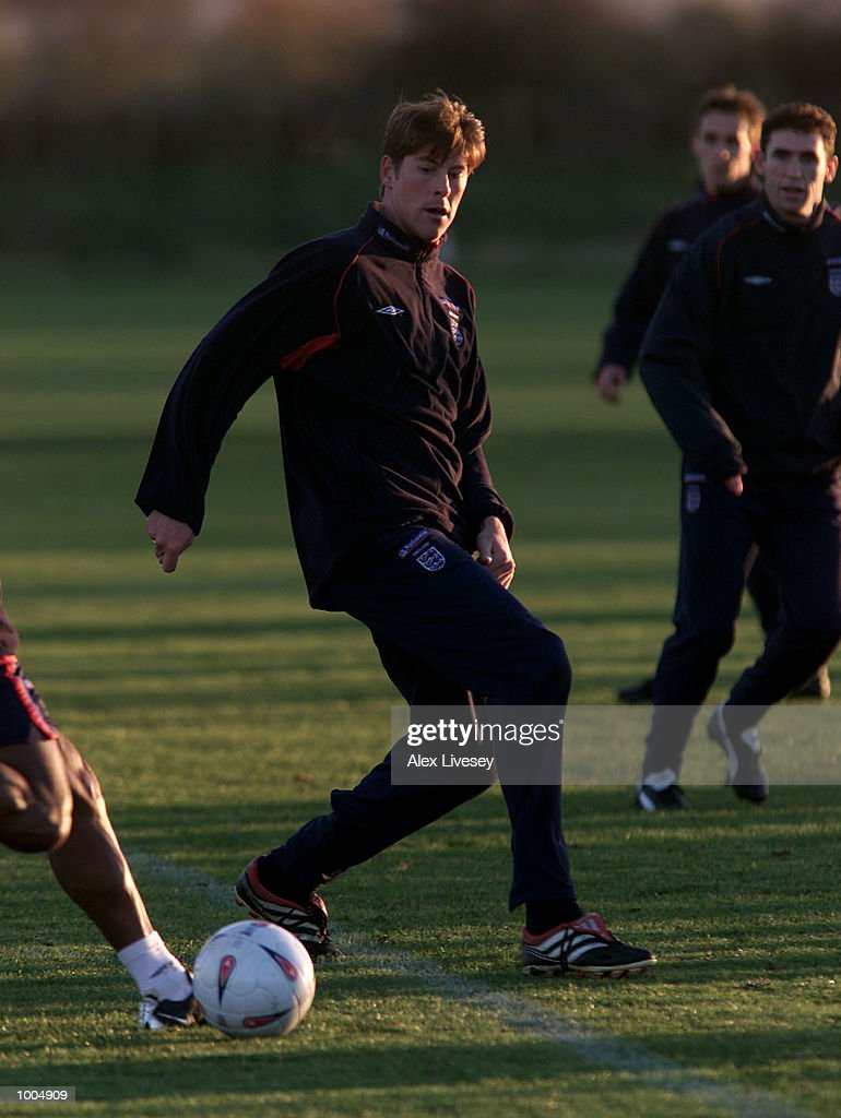 Darren Anderton during today's England training session at the Carrington Training ground in Carrrington, Manchester. DIGITAL IMAGE. Mandatory Credit: Alex Livesey/ALLSPORT