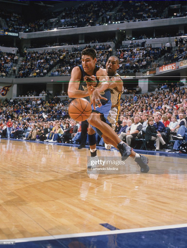 Wally Szczerbiak battles Reggie Miller for a loose ball