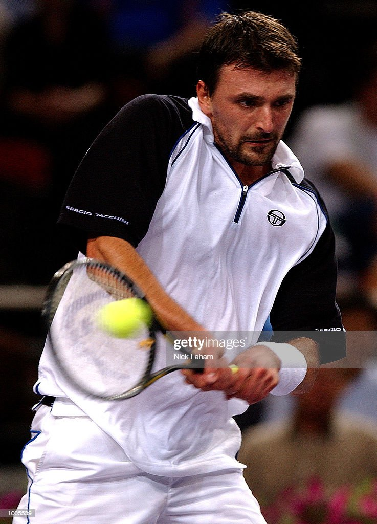 Goran Ivanisevic of Croatia in action against Gustavo Kuerten of Brazil during the Tennis Masters Cup held at the Sydney Superdome, Sydney, Australia. DIGITAL IMAGE Mandatory Credit: Nick Laham/ALLSPORT