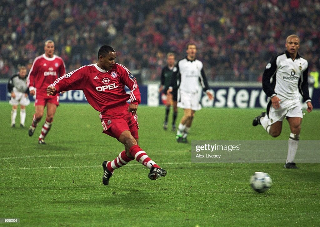 Paulo Sergio of Bayern Munich scores the equalising goal during the UEFA Champions League Group A match against Manchester United played at the...