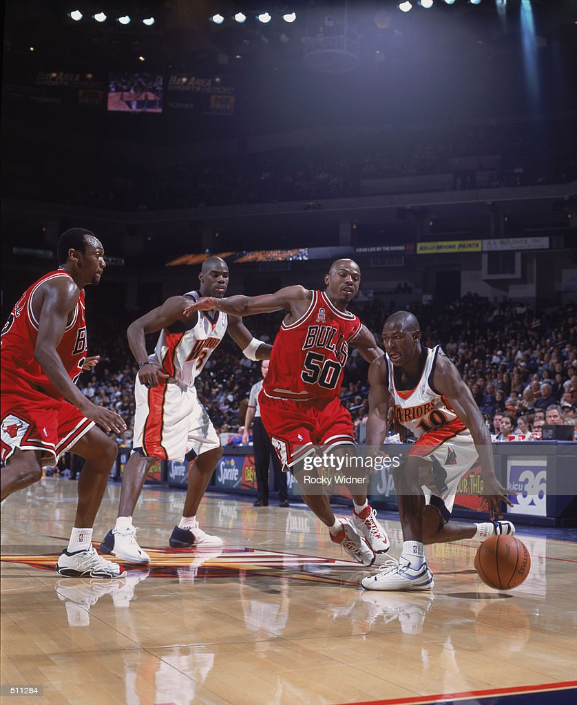 Mookie Blaylock drives past Greg Anthony