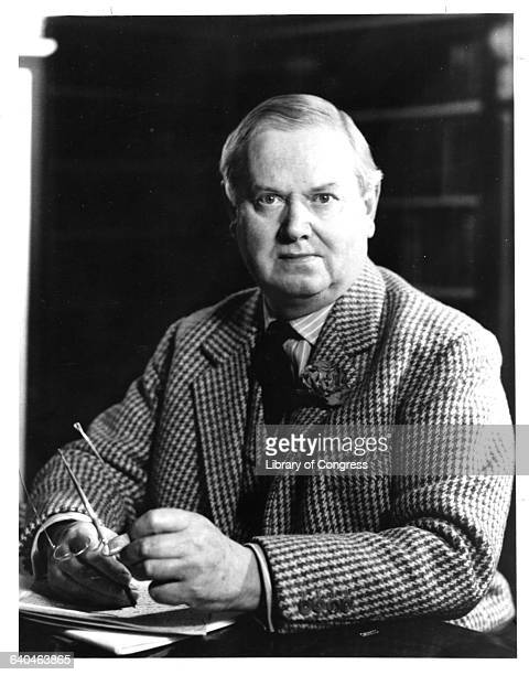 an analysis of the media in scoop by evelyn waugh 1p review: scoop by evelyn waugh  to these 1930s journalists as they are to  those currently undergoing public examination  the bond villain-esque notion  that a media organisation would seek to prosecute world events.