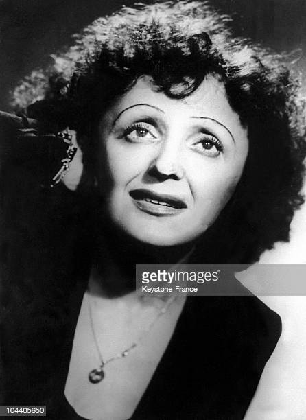 November 1947 portrait of French singer Edith PIAF in concert at the New York Play House during her triumphant concert tour in the United States with...