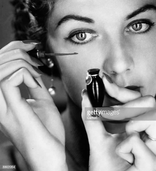 A model applying Elizabeth Arden kohl eye makeup to her lids