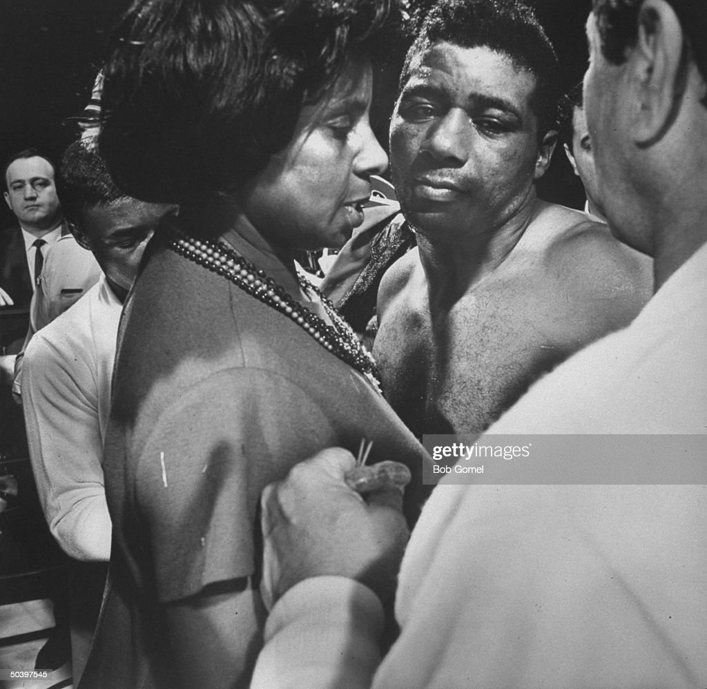 Boxer <a gi-track='captionPersonalityLinkClicked' href=/galleries/search?phrase=Floyd+Patterson&family=editorial&specificpeople=93400 ng-click='$event.stopPropagation()'>Floyd Patterson</a> (C) with his mother (L) after losing fight with Muhammad Ali in Las Vegas.