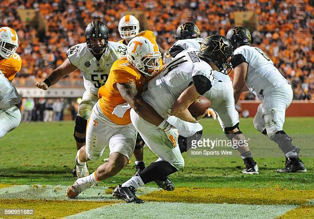 Tennessee Volunteers defensive end Derek Barnett sacks Vanderbilt Commodores quarterback Kyle Shurmur for a safety during a game between the...