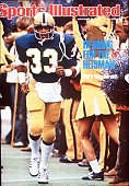 November 8 1976 Sports Illustrated Cover College Football Pittsburgh Tony Dorsett entering field before game vs Syracuse View of cheerleaders...