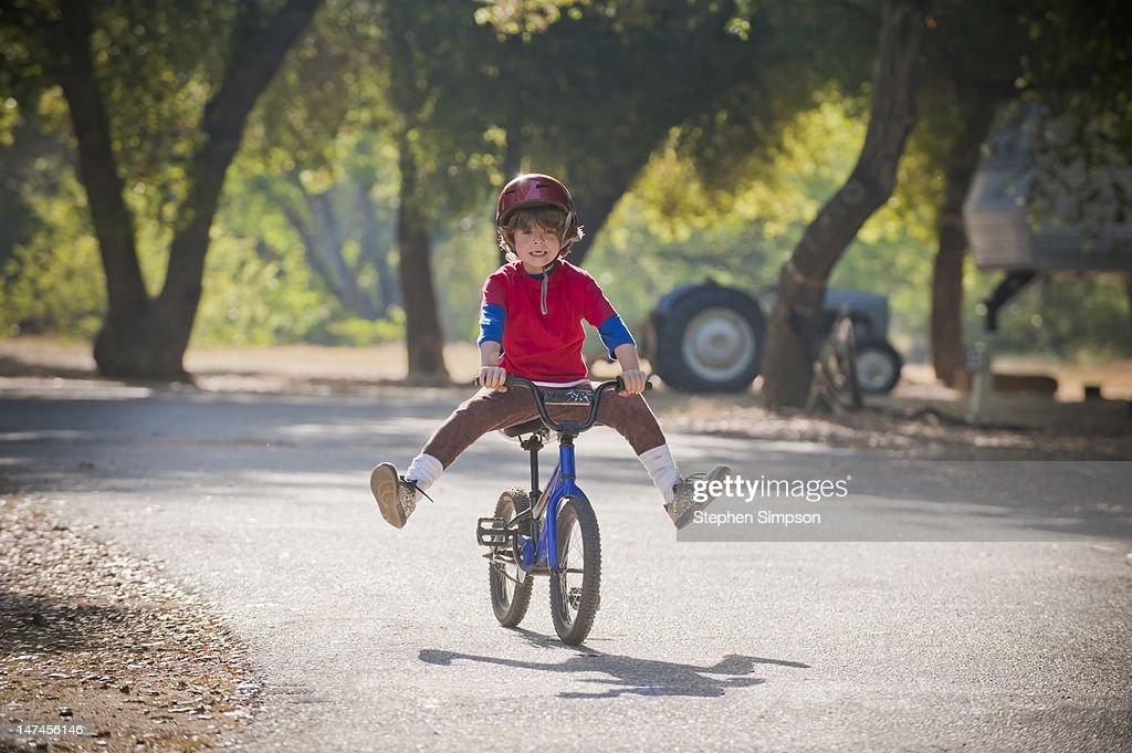 novice bicycle rider trying new tricks : Stock Photo