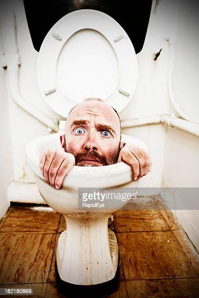 Jetzt bin ich wirklich in the poo! Ein verzweifelter Mann auf Toilette