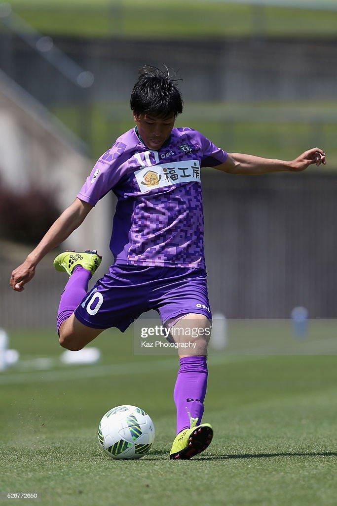 Nozomi Osako of Fujieda MYFC in action during the J.League third division match between Fujieda MYFC and Grulla Morioka at the Fujieda Stadium on May 1, 2016 in Fujieda, Shizuoka, Japan.
