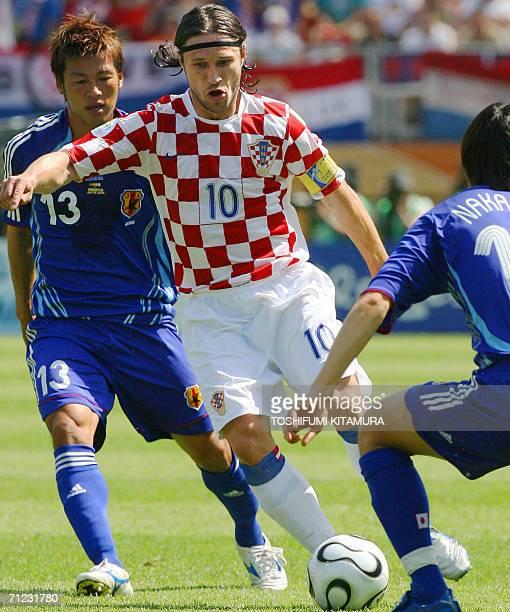 Croatian midfielder Niko Kovac vies with Japanese midfielder Shunsuke Nakamura and Japanese forward Atsushi Yanagisawa during the World Cup 2006...