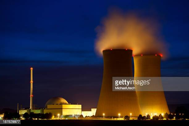 Nuclear Power Station bei Nacht