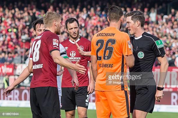 Nuernberg Deutschland 2 Bundesliga 10 Spieltag 1 FC Nuernberg Hannover 96 feature diskussion vl Hanno Behrens Manuel Schmiedebach Even Hovland...
