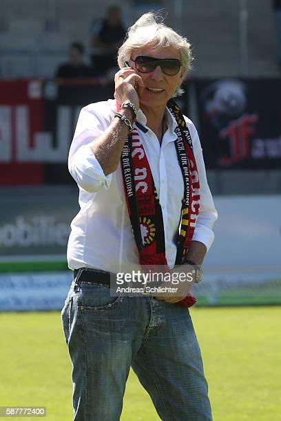 'nUli Ferber of SG Sonnenhof Grossaspach during the Third League match between SG Sonnenhof Grossaspach and Jahn Regensburg at mechatronik Arena on...