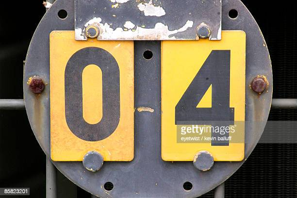 Number 04 on a yellow plate