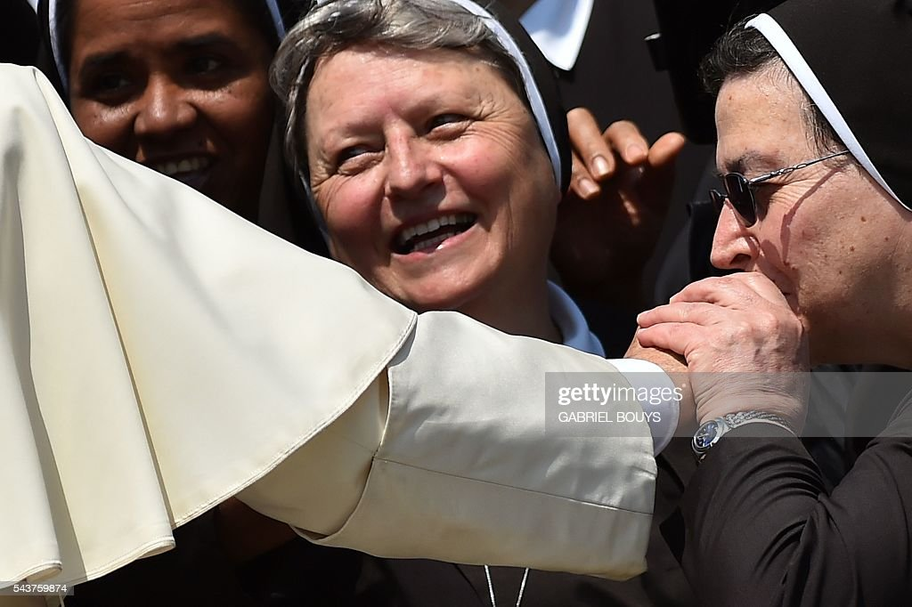 A nun kisses the hand of Pope Francis during a Jubilee audience at St Peter's square on June 30, 2016 in Vatican. / AFP / GABRIEL
