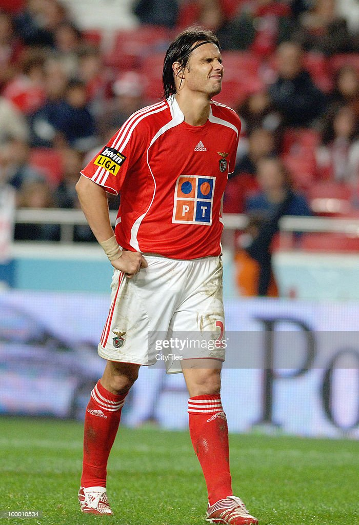 Nuno Gomes of Benfica in action during the match between Maritimo and Benfica played at Estadio da Luz in Lisbon, Portugal on November 25, 2006.
