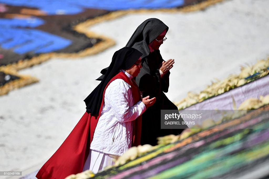 Nuns arrive before Pope Francis celebrates an open-air mass in Ecatepec --a rough, crime-plagued Mexico City suburb-- on February 14, 2016. Pope Francis has chosen to visit some of Mexico's most troubled regions during his five-day trip to the world's second most populous Catholic country. AFP PHOTO/GABRIEL BOUYS / AFP / GABRIEL BOUYS