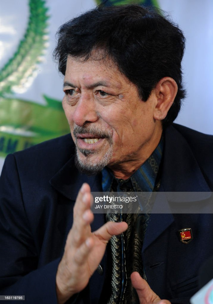 Nur Misuari, founding chairman of the Muslim separatist insurgent movement in the Philippines, talks to reporters during a visit to the home of the self-proclaimed Sultan of Sulu, Jamalul Kiram III, in the Manila on March 5, 2013. Misuari denied he was involved in the incursion of dozens of armed followers of Kiram in the Malaysian state of Sabah in an effort to assert their claim to the area. Meanwhile Kiram said his gunmen would 'fight to the last man' as Malaysian troops mounted an operation to end a deadly three weeks-old stand-off in Sabah on Borneo island. AFP PHOTO / Jay DIRECTO