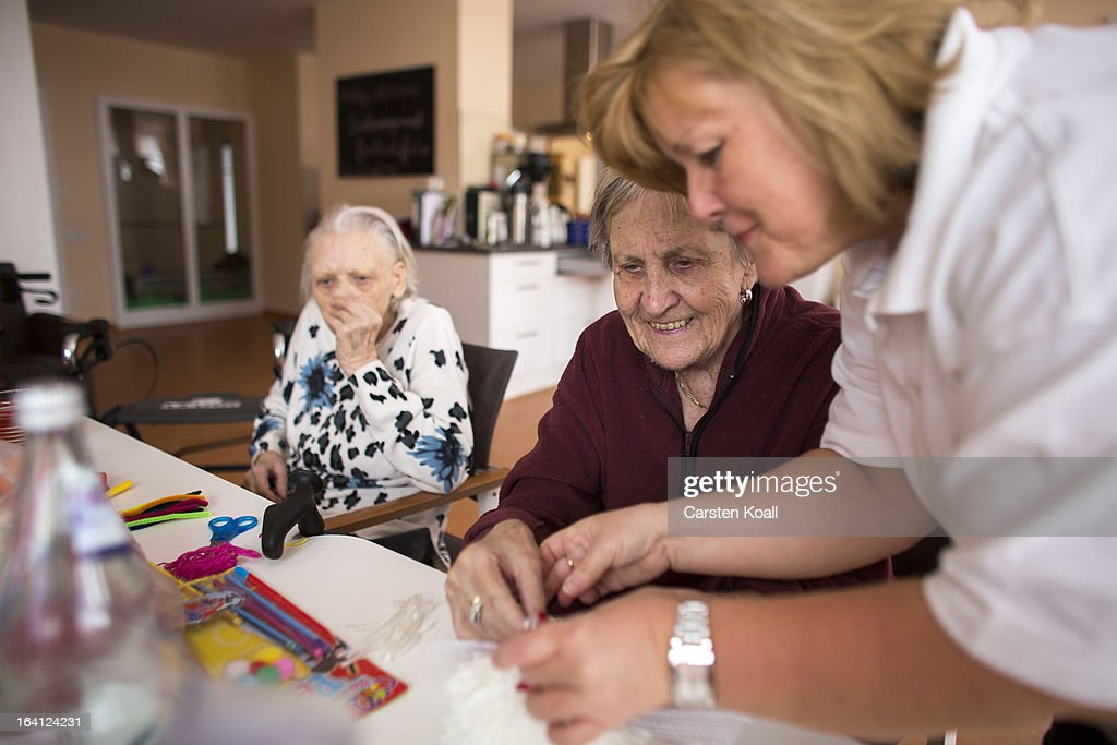 Nurse Doret Kohl helps day guest Margot to make handcrafts in the geriatric day care facility of the German Red Cross at Villa Albrecht on March 11...