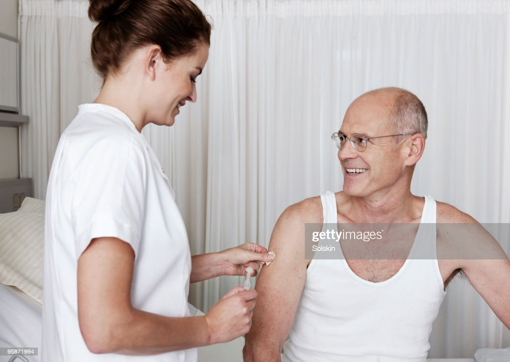 Nurse getting ready for patient injection : Stock Photo