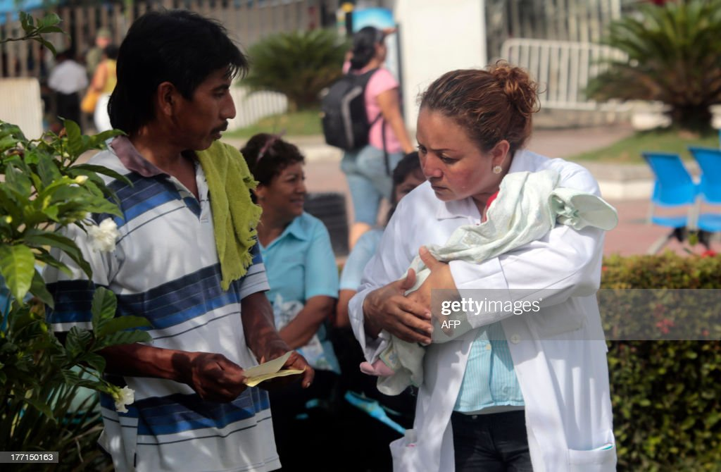 A nurse holds a newborn after evacuating a hospital in Acapulco following a 5.62-magnitude aftershock which was reported minutes after a 6.0 magnitude earthquake shook Mexico City on August 21, 2013. A strong 6.0 magnitude earthquake and an aftershock rattled Mexico on Wednesday, causing evacuations of buildings in the capital and hotels in the Pacific resort of Acapulco. The quake's epicenter has been located 17 km west of the town of San Marcos in the southern state of Guerrero, the National Seismology Center said. A 5.62-magnitude aftershock was reported 20 minutes later 14 km northeast of Acapulco, where rocks from a hill rolled into a street and some hotel facades showed cracks while tourists poured into the streets. AFP PHOTO / Pedro PARDO