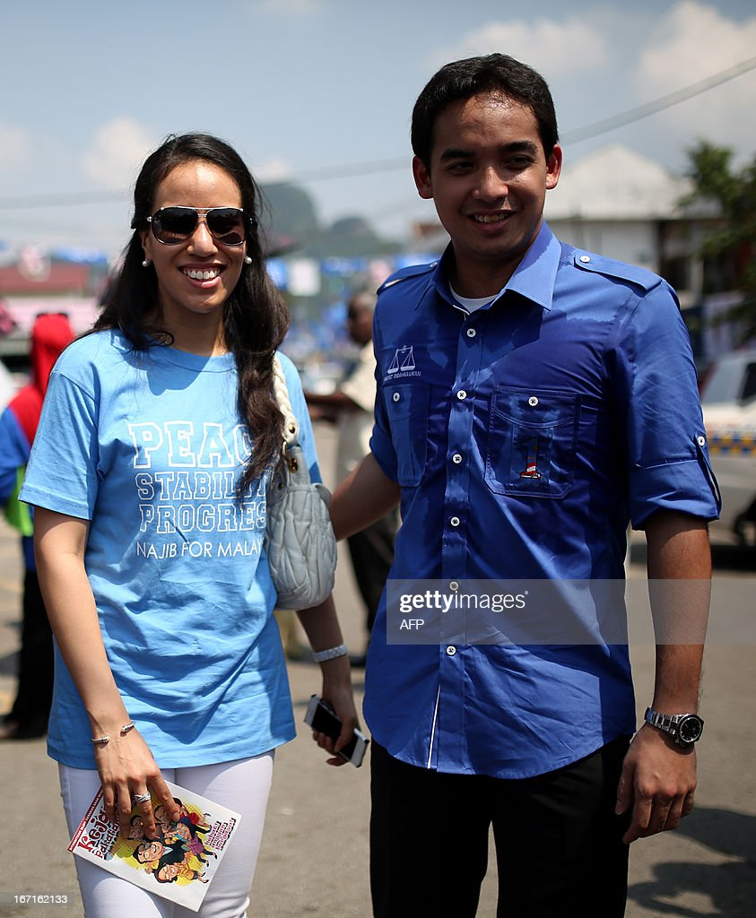 Nurul Najwa ( L ), the daughter of Malaysia's Prime Minister Najib Razak of the ruling party National Front, and her brother Norashman ( R) pose for pictures as their father campaigns ahead of the 13th general election in Kuala Lumpur on April 22, 2013. Najib and opposition leader Anwar Ibrahim on April 20 kicked off their campaigns for the May 5 election, likely to be the country's closest ever.