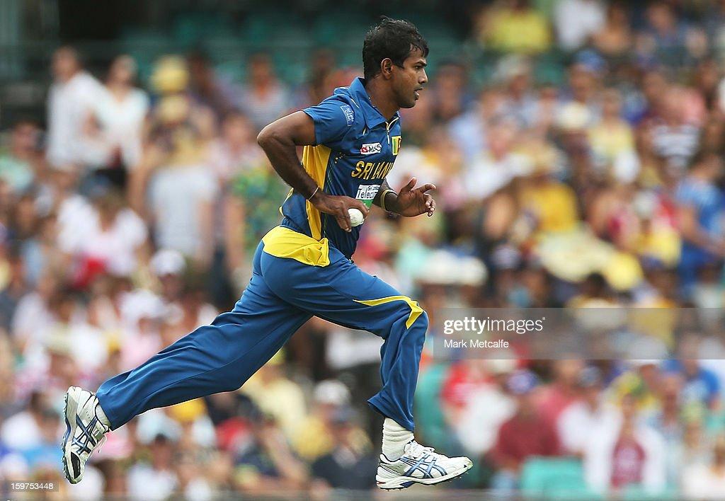 Nuwan Kulasekara of Sri Lanka bowls during game four of the Commonwealth Bank one day international series between Australia and Sri Lanka at Sydney Cricket Ground on January 20, 2013 in Sydney, Australia.