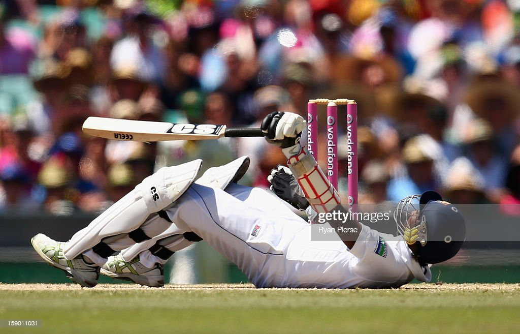 Nuwan Pradeep of Sri Lanka fends off a delivery by Peter Siddle of Australia during day four of the Third Test match between Australia and Sri Lanka at Sydney Cricket Ground on January 6, 2013 in Sydney, Australia.