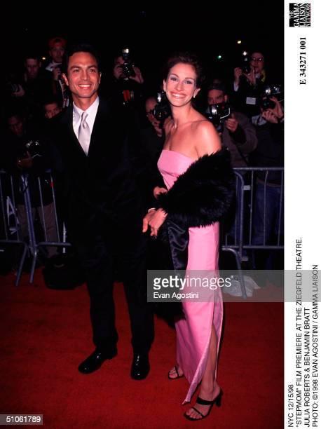 Nyc 12/15/98 'Stepmom' Film Premiere At The Ziegfeld Theatre Julia Roberts Benjamin Bratt