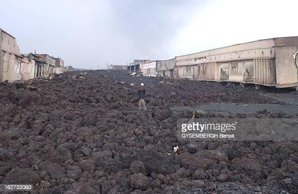 Nyiragongo Volcano Eruption Destroyed The City Of Goma Congo L'éruption du volcan Nyaragongo détruit la ville de GOMA au CONGO debout sur une coulée...