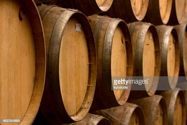 Barriles de roble antigüedad de vino