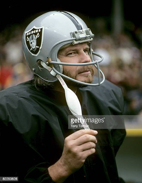 Oakland Raiders quarterback Ken Stabler during a 2610 victory over the Cleveland Browns on October 9 at Cleveland Municipal Stadium in Cleveland Ohio