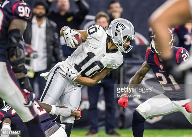 Oakland Raiders wide receiver Seth Roberts carries the ball during the NFL AFC Wild Card game between the Oakland Raiders and Houston Texans on...